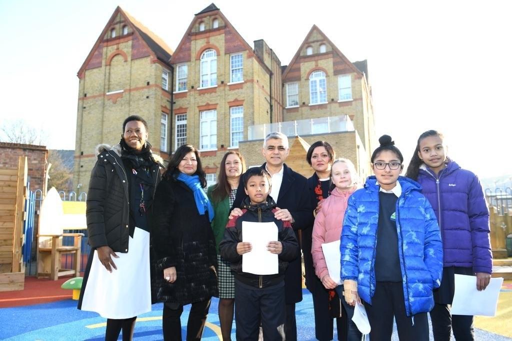 Mayor of London and Mayor of Newham at Salisbury Primary School